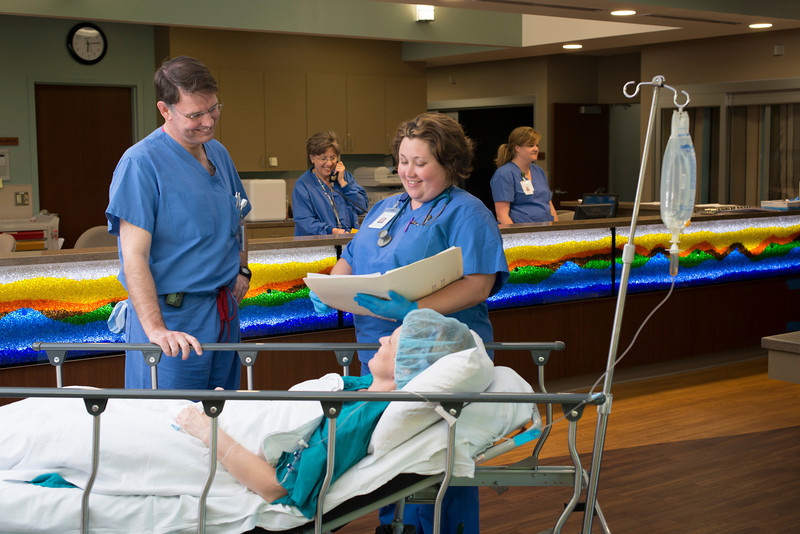 monticello-surgery-center-nurses-patient-prep-procedure